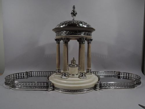 Marie Antoinette�s Temple d�Amour Centerpiece with Mirrored Plateau