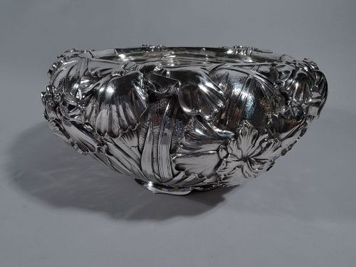 Beautiful Japanese Hand-Hammered Iris Bowl by Arthur & Bond