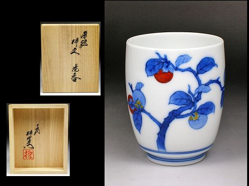 14th Kakiemon Sakaida enameled porcelain ceramic teacup yunomi