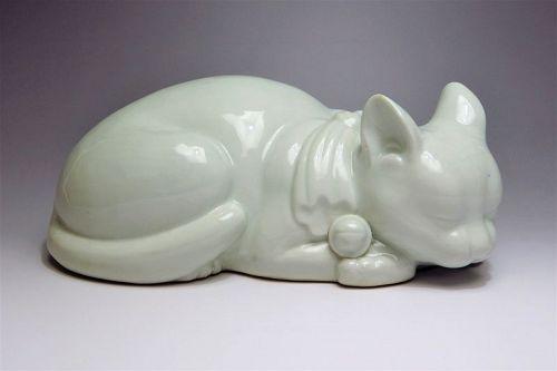 Vintage Kutani White Porcelain Ceramic Sleeping Lucky Cat Maneki Neko
