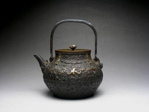 antique Japanese tetsubin cast iron teapot pot