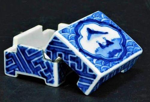 Kusube Yaichi Blue and white porcelain kogo incense box case