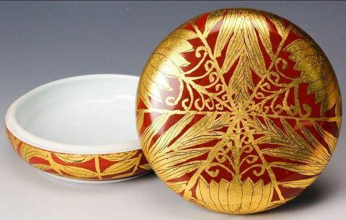 Hakuko Ono gold leaf porcelain ceramic box with lid