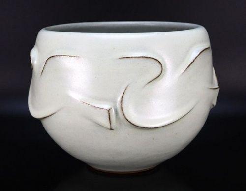 Kusube Yaichi White rounded flower vase Japanese Pottery
