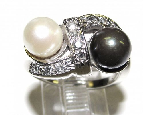 Black and White Pearl Ring 14Kt Gold with Diamonds