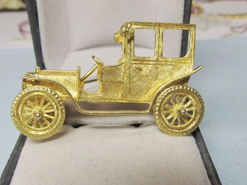 18Kt Gold Car Broach