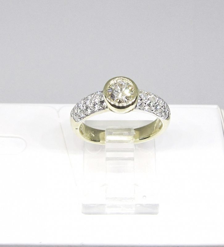 Diamond Engagement Ring 18Kt Yellow Gold