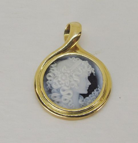 Stone Cameo Pendant 18Kt Gold