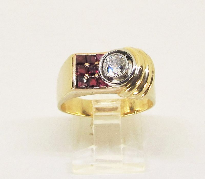 Retro Diamond and Ruby Ring 14Kt Gold