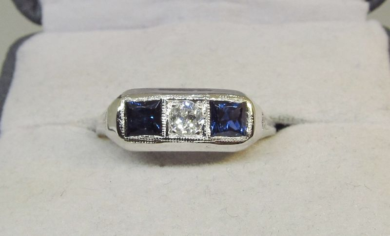 Sapphire and Diamond Filigree Ring 18Kt Gold