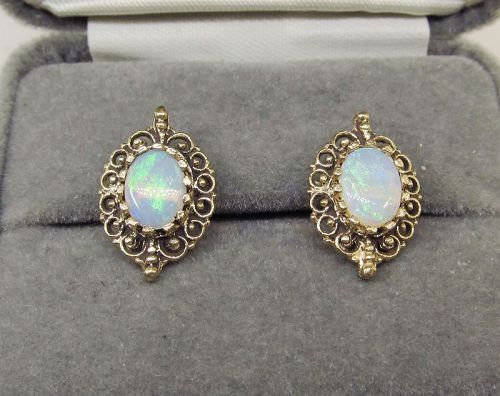 Opal earrings 14Kt Gold