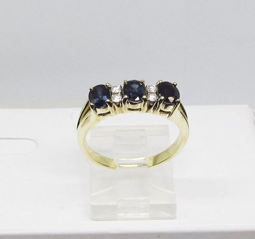 Sapphire and Diamond Ring Set in 18Kt Gold