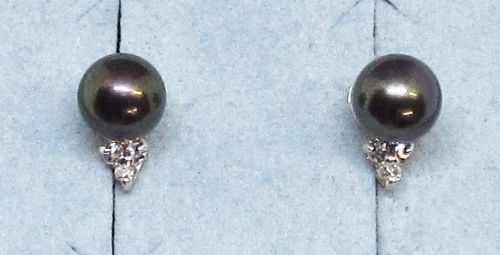 Black Pearl and Diamond Earrings 14Kt Yellow Gold