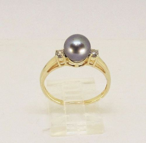 Black Pearl and Diamond Ring 14Kt Yellow Gold