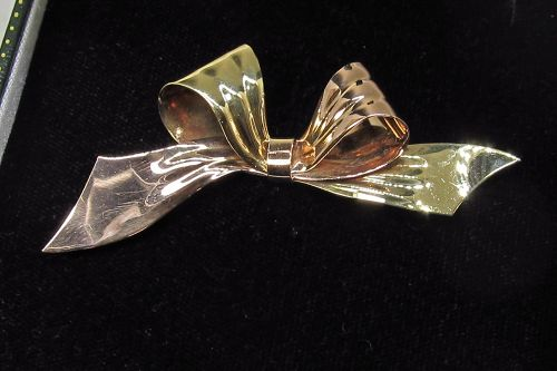Retro 14 Karat Pink and Yellow Gold Bow Pin