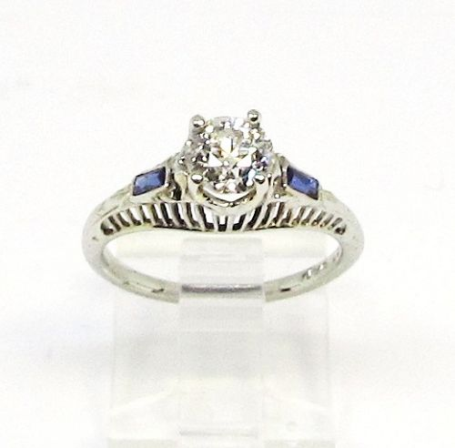 18Kt White Gold Filigree Diamond Ring with Sapphires
