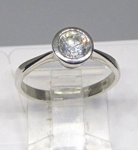 Solitaire Diamond Ring Tube-set in Platinum