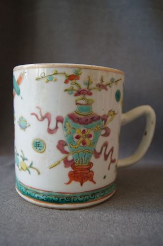 A Famille Rose Mug,Late Qing Dynasty to Early Republican Period