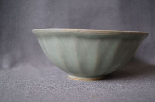 A Chinese Lotus Pedal Longquan Celadon Bowl,Song Dynasty