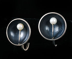 50s ED LEVIN OXIDIZED SILVER and PEARL MOD EARRINGS