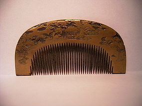 JAPANESE MEIJI PERIOD CARVED GOLD LACQUER COMB