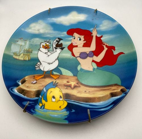 """Disney """" A Visit to the Surface""""Collectors Plate Knowles"""
