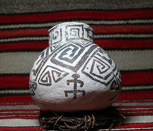 Anasazi / SnowFlake Olla B/w ca. 900 ad with human in design
