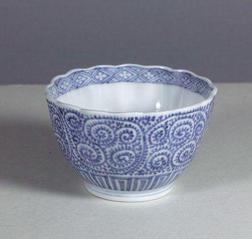 Arita porcelain bowl with scrolling karakusa, 18th / 19th century.