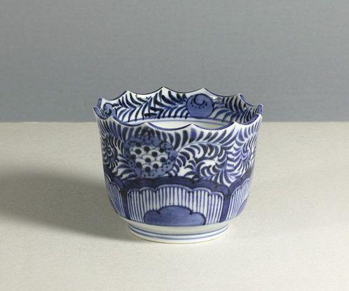 A Japanese Arita cup, 1790~1810.