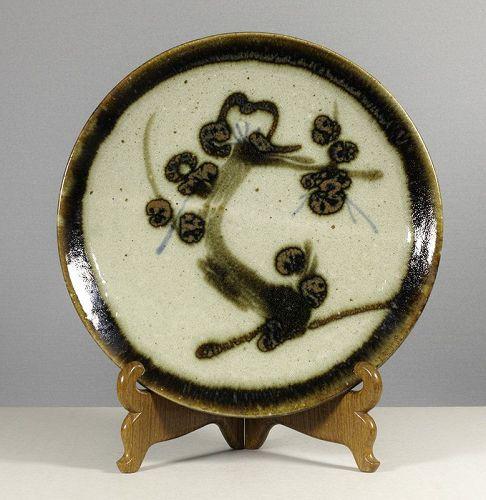 Sakuma Totaro (1900~1979). A large stoneware dish. signed tomobako