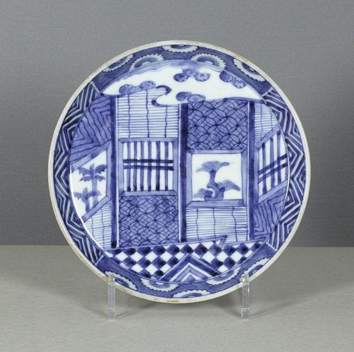 A Japanese porcelain steep-sided dish, 1730~1750. #2