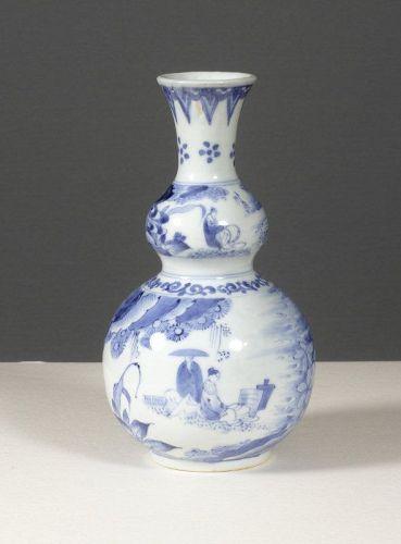 A fine gourd-shaped Arita export bottle, 1660~1680.