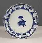 An early Arita porcelain dish, Kakiemon, 17th Century, circa 1655~1670