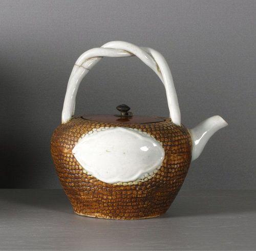 An unusual Arita porcelain tea pot, 1780 ~ 1820