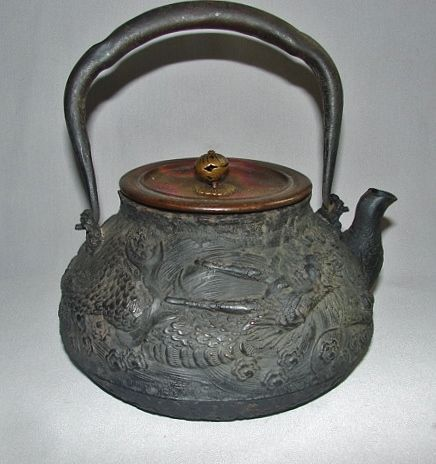 Ryubundo (Kinryu-do) Iron Tetsubin - Bronze Lid - Dragon ca 1900