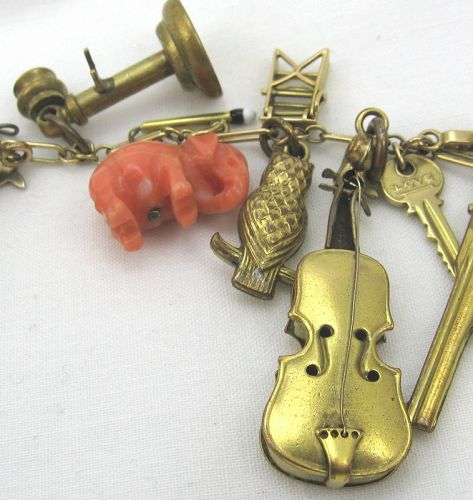 Gold Charm Bracelet � A Fascinating Variety