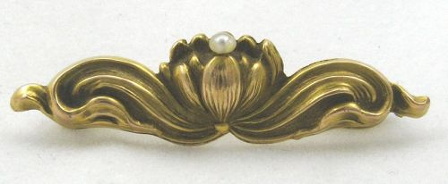 10k Water Lily or Lotus Pin with Pearl � Art Nouveau