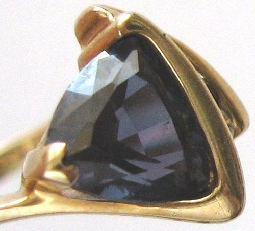 Alexandrite (synth.) & Diamond Ring – Color Change