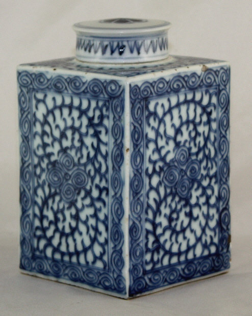 Chinese Qing Blue & White Porcelain Lidded Tea Caddy Canister Pea Vine