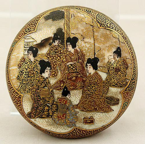 Japanese Meiji Satsuma Earthenware Circular Box Kogo Gyokushu