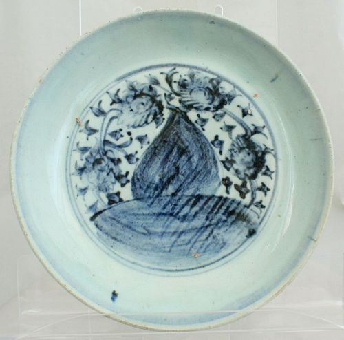 Chinese Ming Blue & White Peach and Chrysanthemum Porcelain Dish