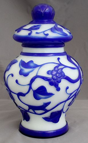 "9.5""H Chinese Republic Carved Overlay Peking Glass Lidded Jar Vase"