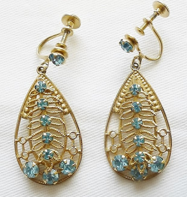 Vintqage Dangling Aqua Rhinestone Earrings