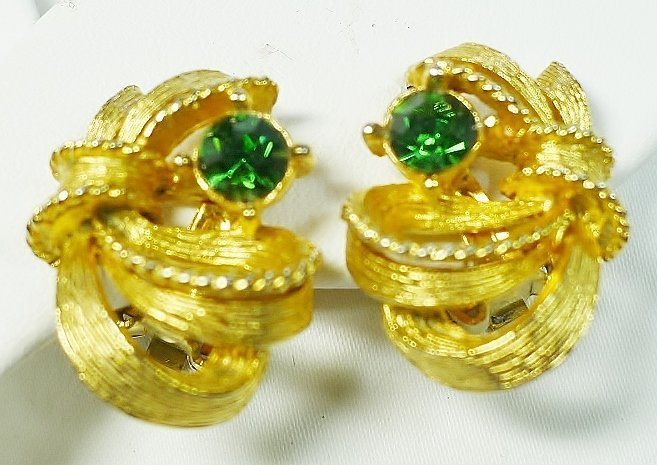 Pretty Lisner Earrings with Enerald Green Stones