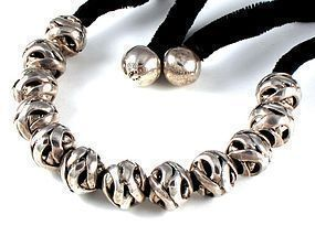 ANTONIO PINEDA NECKLACE 970 SILVER CARVED BEADS