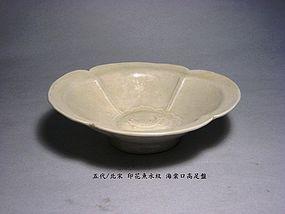 A Fine White-Glazed Plate of Five Dynasties.