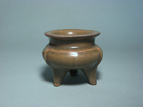 A Longquan Li-Type Censer of Yuan Dynasty.