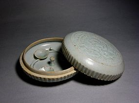 A Yinqing Covered Box of Song Dynasty,960-1279