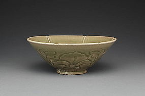 A Big Yaozhou Carved Bowl of Jin Dynasty