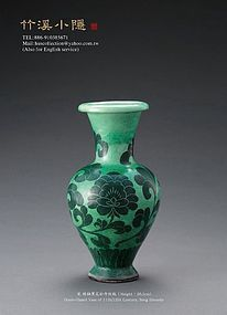 A Green-Glazed Vase of Song Dynasty